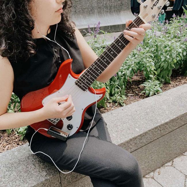 78829-305816-vox-sdc-1-mini-electric-guitar-9.jpg