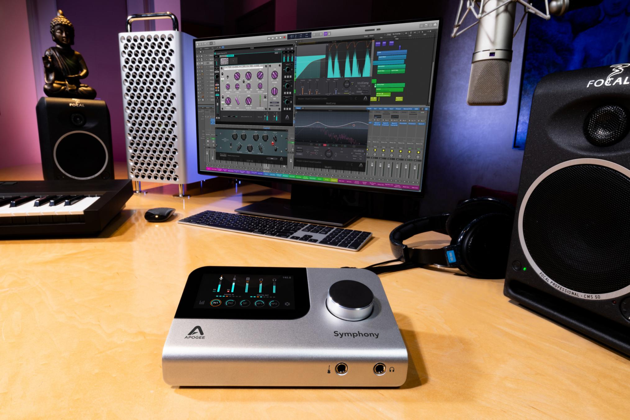 Apogee-SIO-Desktop-Lifestyle-01-9Y1A0351-2400-2060x1373.jpg