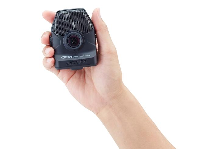 Zoom_Q2n_Handheld
