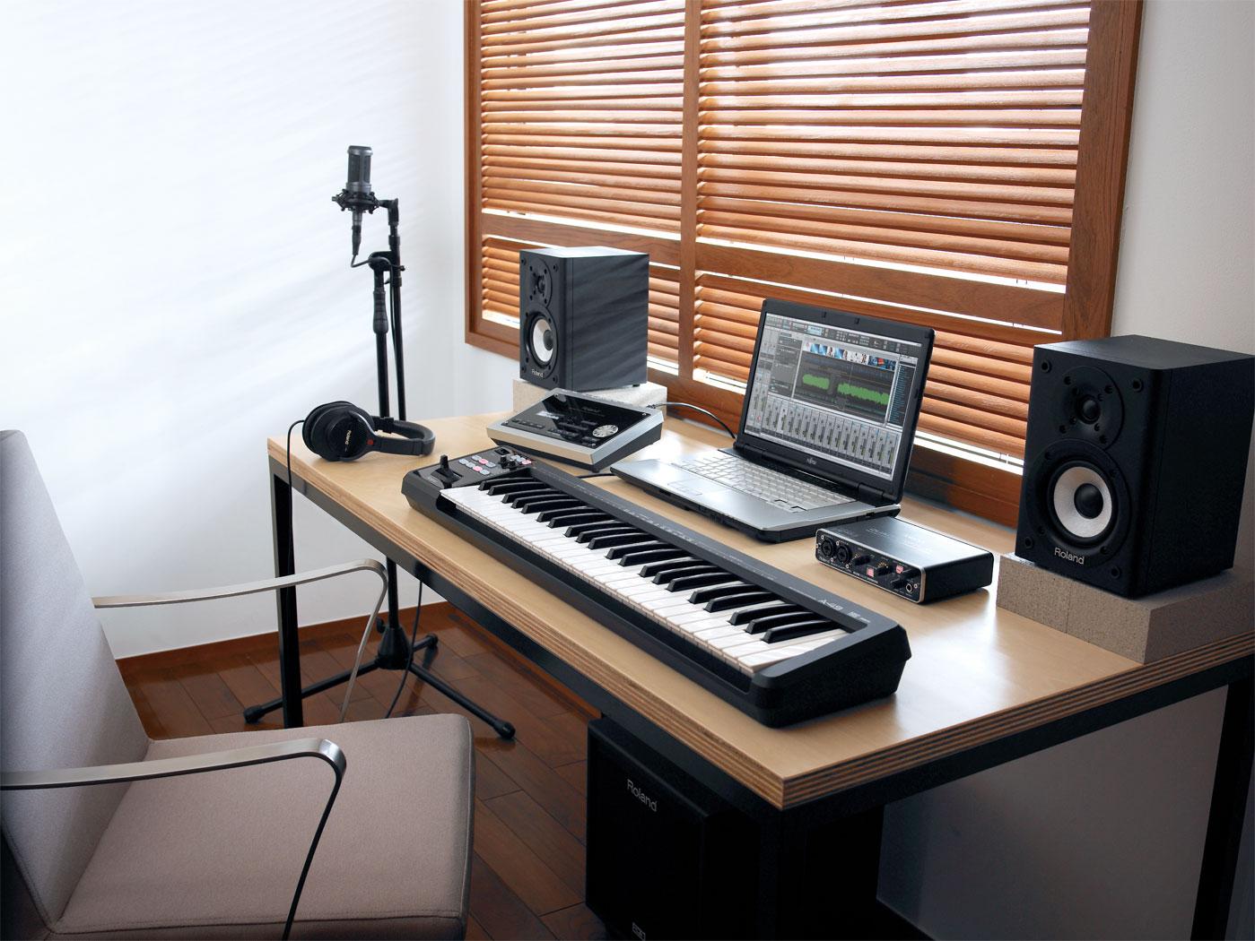 Для домашней студии звукозаписи подойдет звуковая карта с несколькими выходами: для инструментов и микрофона